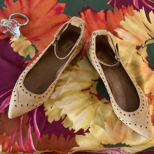 NWT Frye Sienna Grommet ankle strap flats